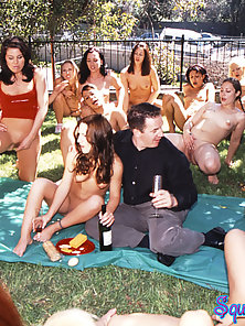 Outdoors squirt fest turns nasty