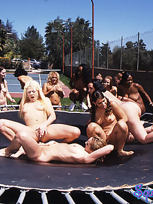 30 girls squirting on a single girl