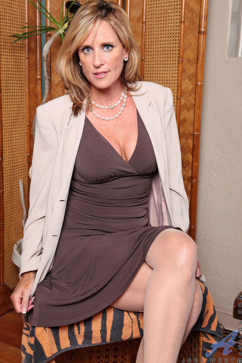 anilos jodi west gets horny in her office so she gets naked teases