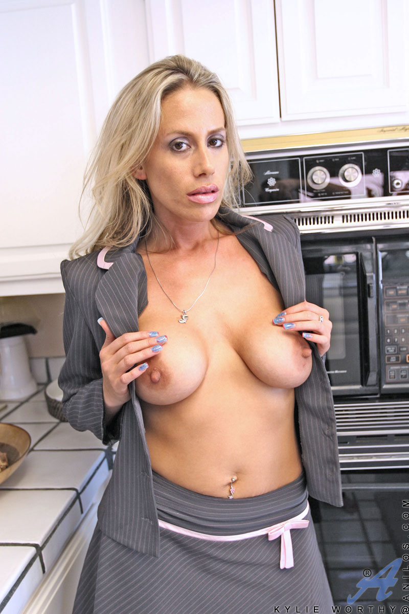Kylie worthy blond milf amp the bbc 7