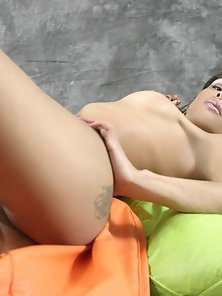 Passionate Shemale Toying her Bubble Butt Hard