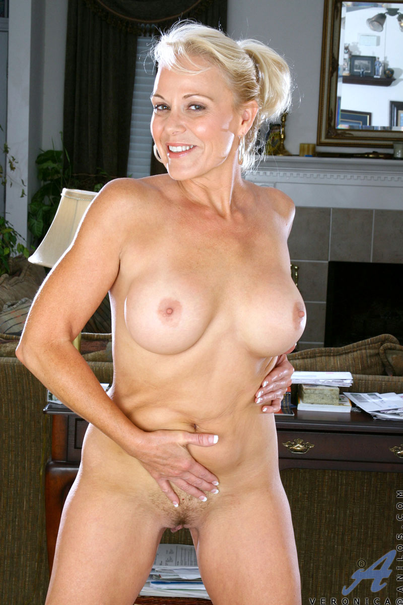 blonde cougar veronica flaunts her mature nude body and her huge