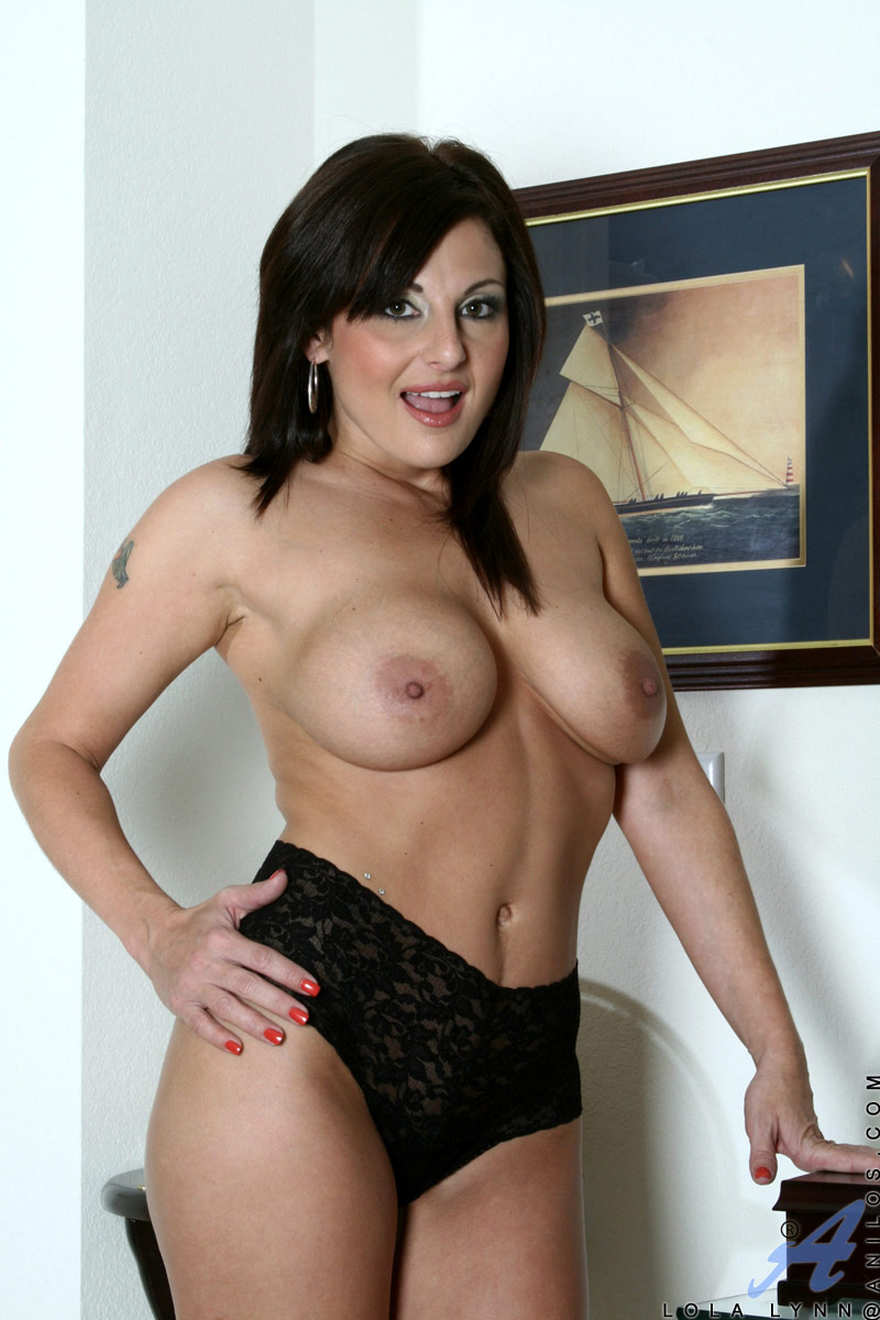 lola lynn slips off her naughty maid uniform and spreads her mature