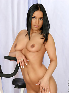 Gorgeous Whore Squeezed Her Natural Boobs with Enjoyable Feelings