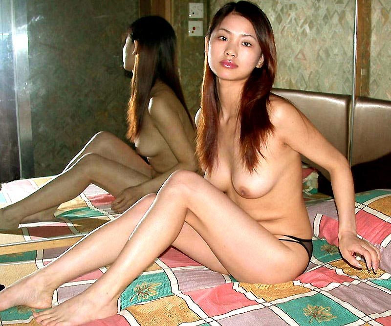 sexy women completely naked