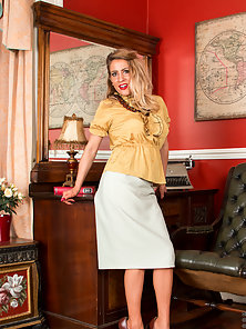 Beautiful mature housewife wears mouthwatering vintage lingerie