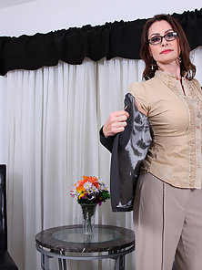 Milf strips her office attire and reveals a sexy smooth body