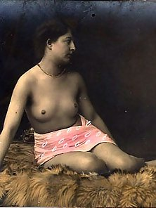 Vintage naked babes on postcard from the thirties pictures