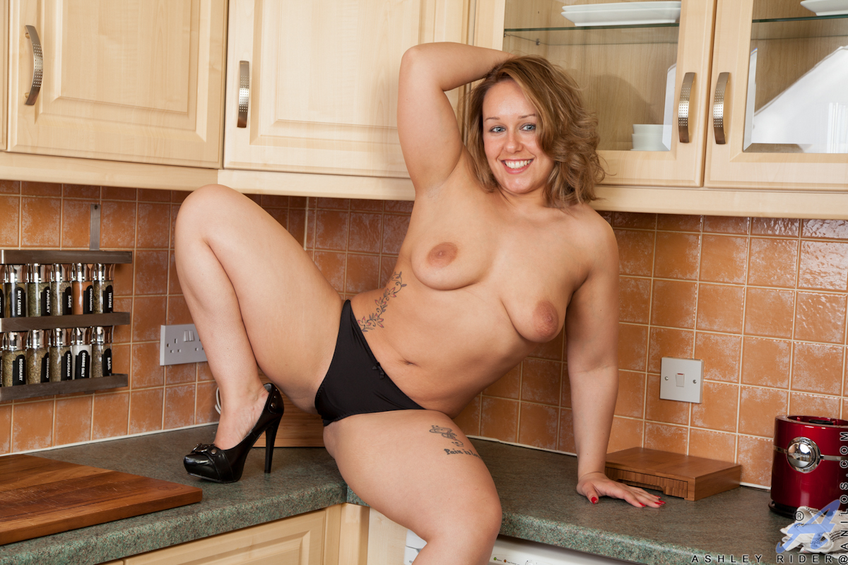 curvy housewife with big areolas spreads open her soft shaved pussy