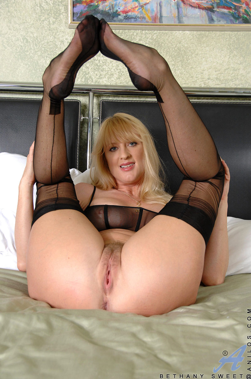 check out anilos bethany sweet as she nails her hairy cougar pussy