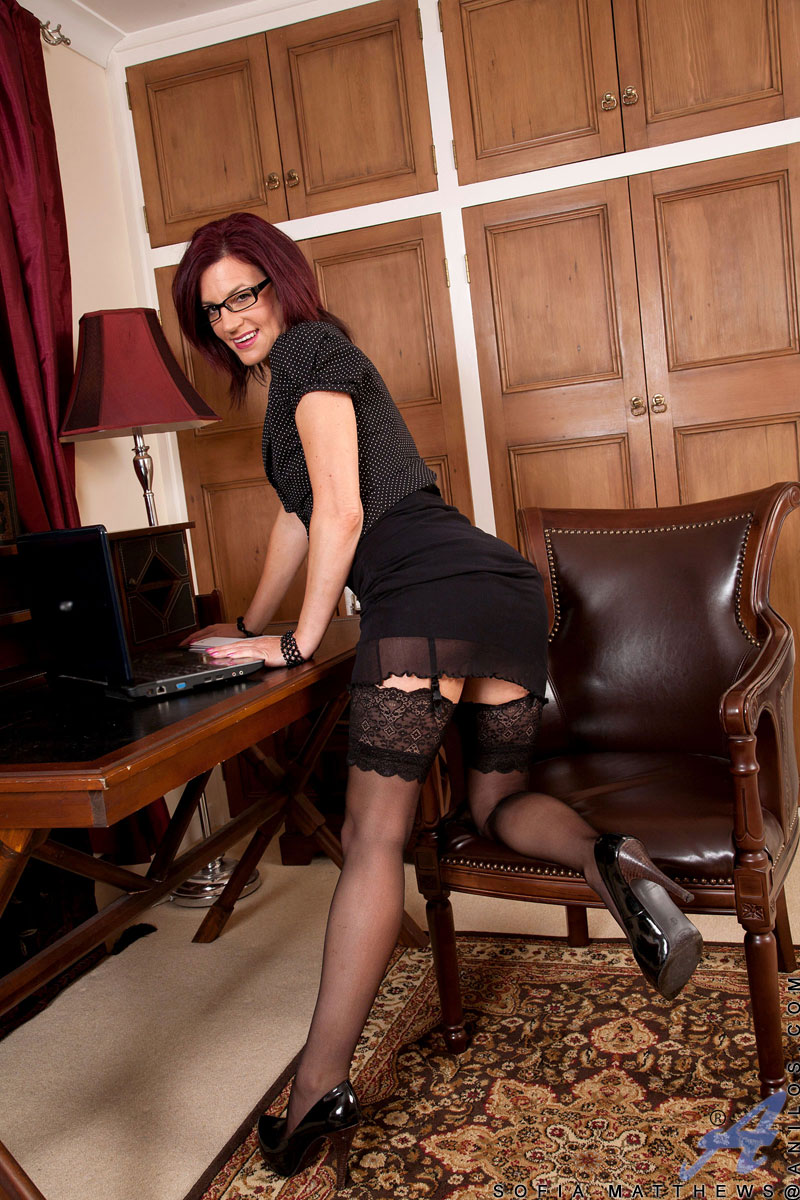 wifes-hot-black-business-women-naked-girdle-pics