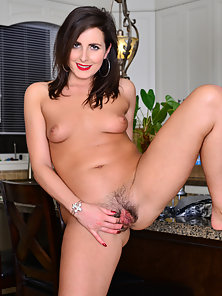 Brunette Babe Enjoys in Fondle Her Hairy Pussy