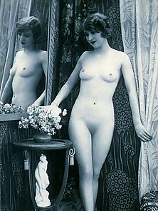 Undressed Vintage Babe Posing with Small Tits and Pussy with Flower