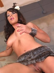 Brunette jungle pussy getting wild with her clit