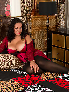 Mature Brunette with Big Boobs Shows Curve on Bed