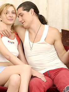 Super teenager decided to delay reading and to suck the dick of her long-haired man.