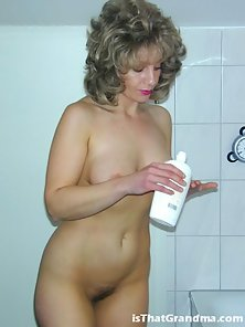 Sublime grandma Laura taking a sensual shower