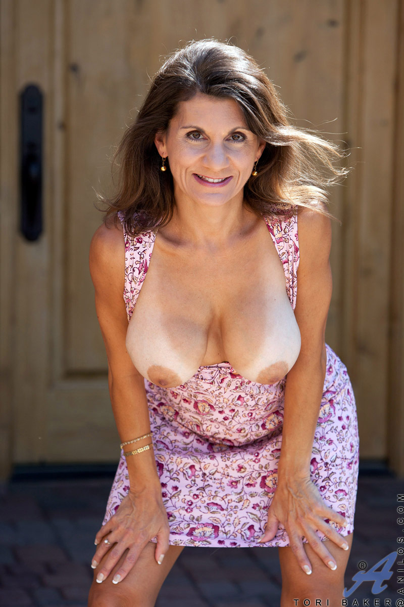 naughty milf tori baker shows off her big natural breasts and pussy