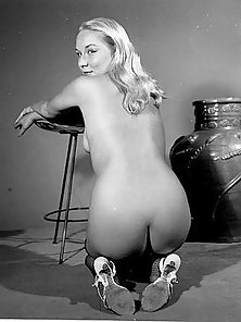 Some beautiful vintage ladies butt posing nude pictures