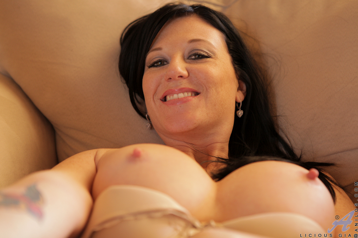 gorgeous mom with big boobs stuffs her pussy with a dildo - movie shark