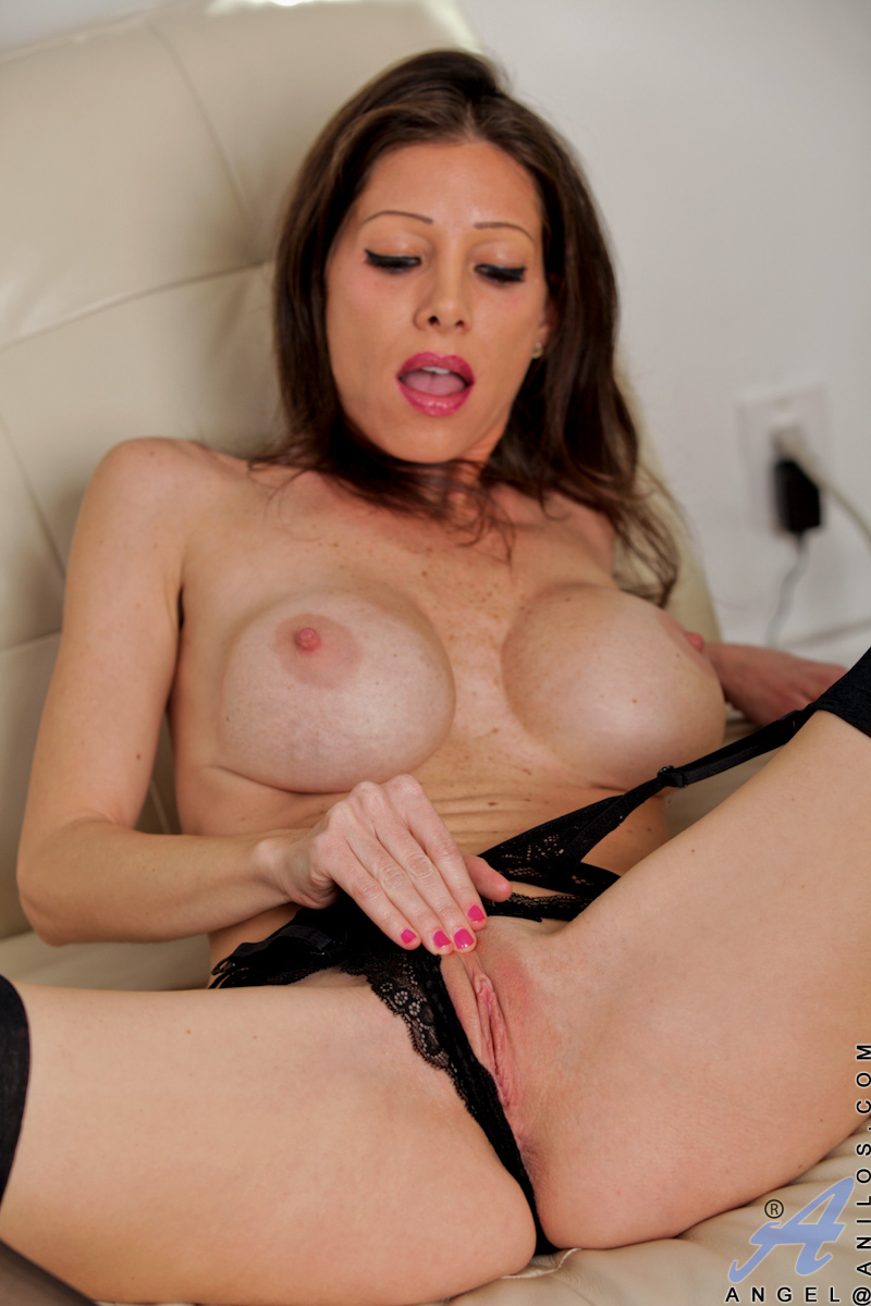 anilos milf angel dips her talented fingers deep within her cougar