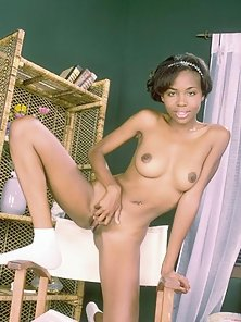 Ebony prom queen spreading her pussy lips