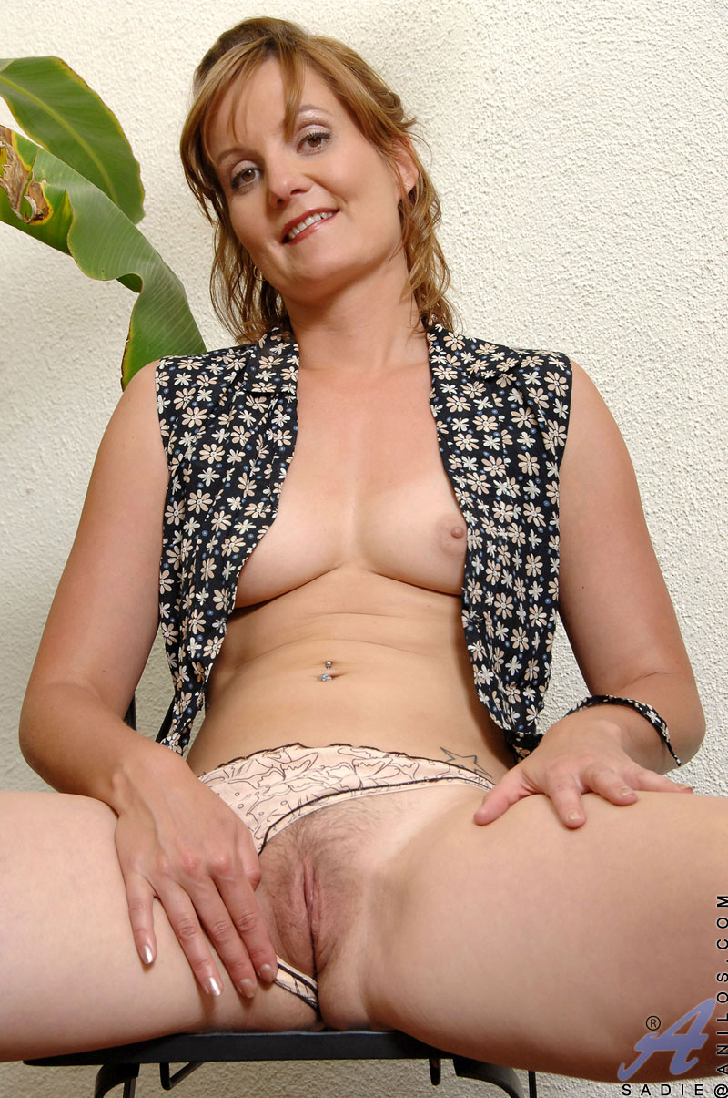 Anilos Sadie Exposes Her Mature Breasts And Tight Milf -6847