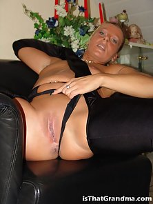 Pony tailed grandma showing her fuckable ass