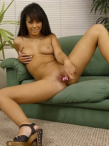 A barely legal sex star using toys to masturbate and cum