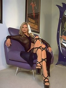Super sexy blonde Amy Easyon posing for you