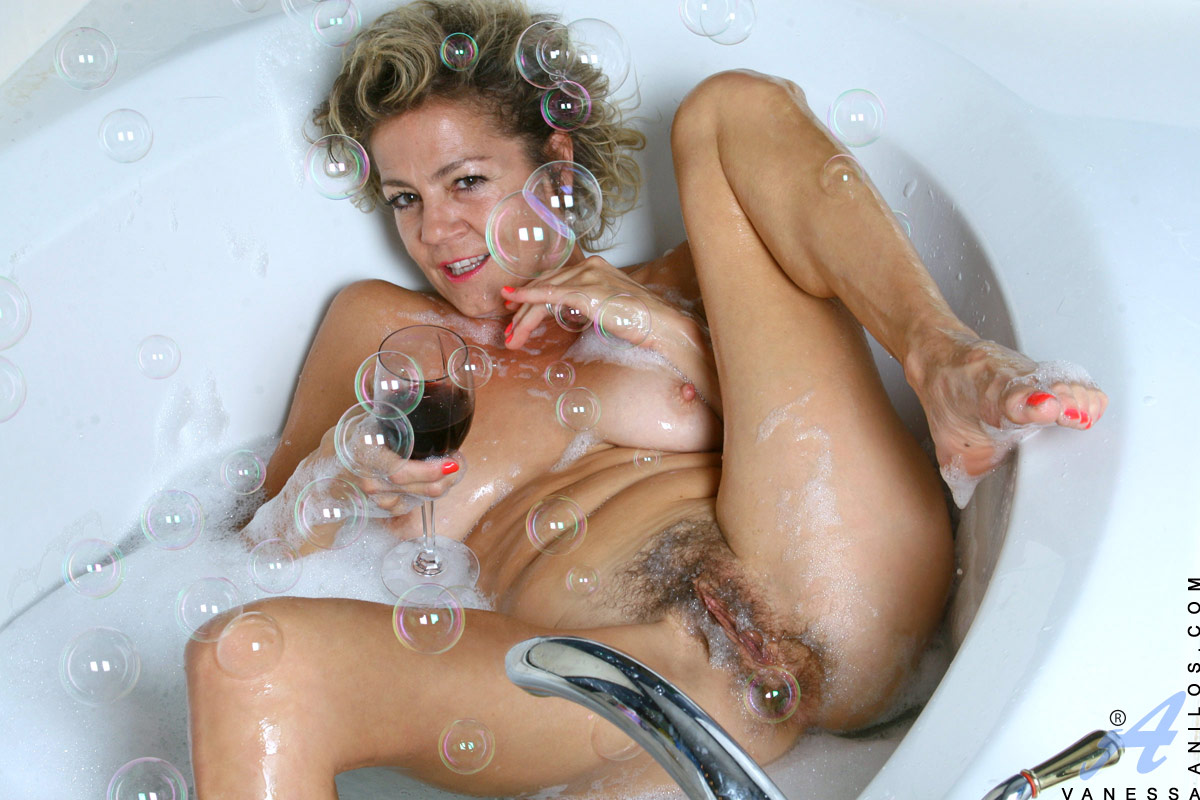 experienced cougar vanessa enjoys her bubble bath with a black