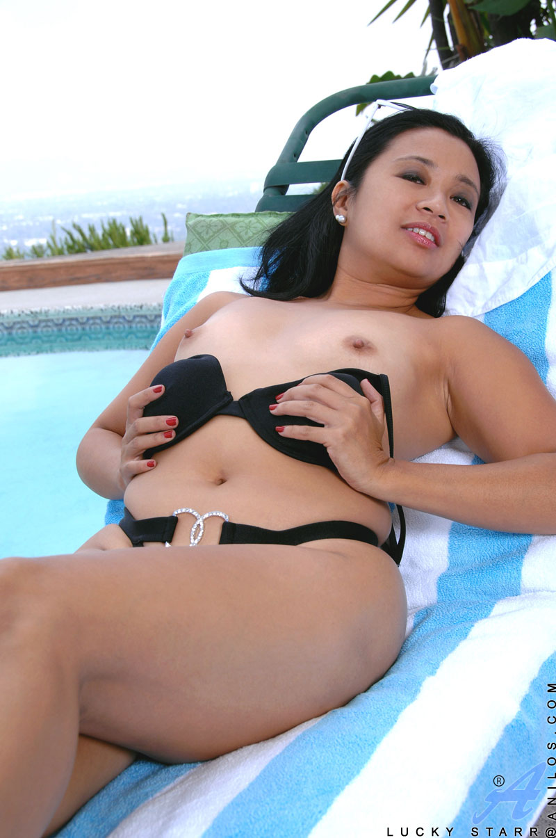lucky starr exposes her milf body outdoors and fingers her tight
