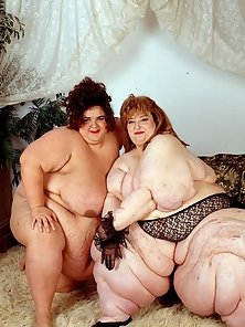 Two Heavyweight Plumpers Posing and Teasing Nude
