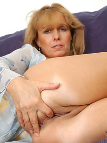 Sexy mature koko dips her experienced fingers inside of her honey coated fuck hole