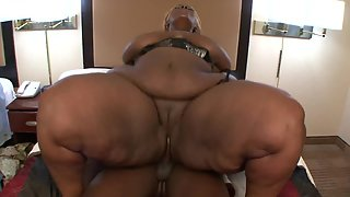 Fat Chick Gets Hammered by Her Dude