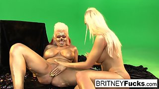 Blonde Britney Amber and Nikki Phoenix Fingers Their Pussies