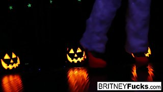 2 hot blondes share Halloween scare