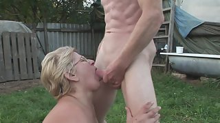 Mature in Garden is Giving Head Before Sex