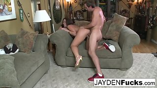 Bubble Ass Slut Jayden Jaymes Railed by Her Partner and Loudly Moans